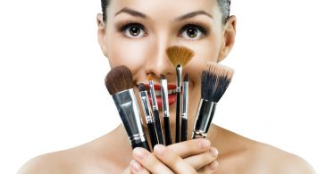 Como limpar pincéis de maquiagem