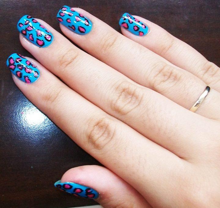 unhas-decoradas-de-oncinha-azul-1