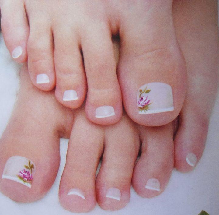 Desenhos mais usados em unhas dos pés Flor rosa