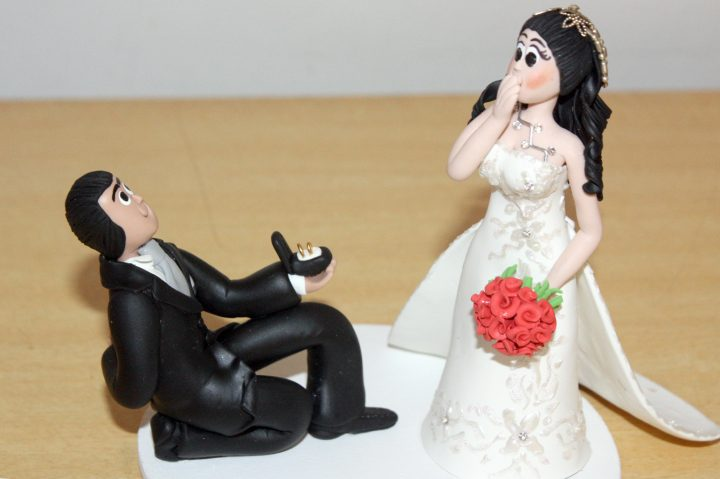 topo-do-bolo-de-casamento-noivos-de-porcelana-classicos