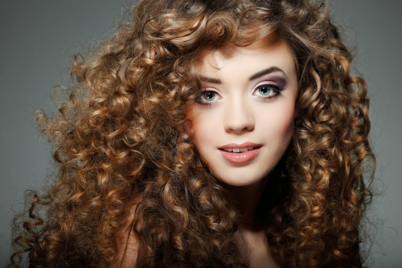 Cabelos Cacheados Confira Penteados Cortes E Dicas Para Cuidar