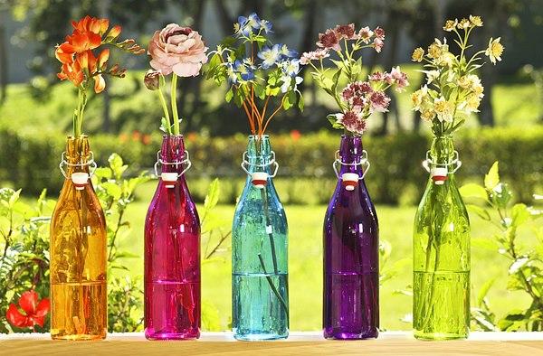 arranjo-em-garrafas-coloridas