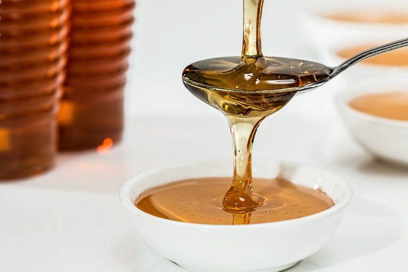 simpatia do mel para doçar amor