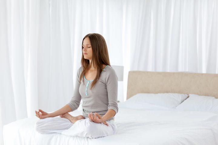 meditar mulher