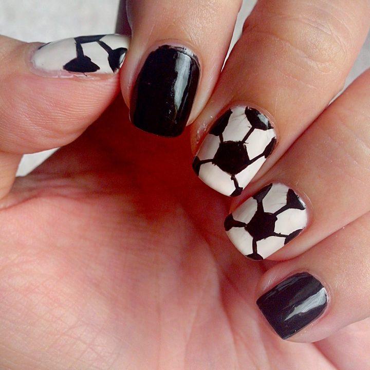 unhas-decoradas-bola-de-futebol