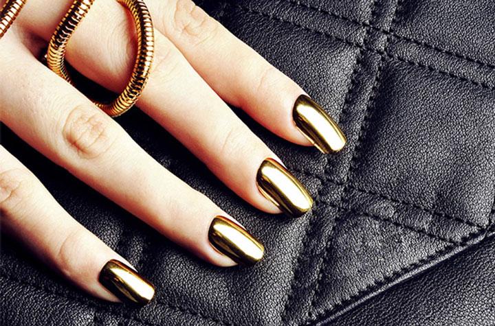 Unhas espelhadas douradas
