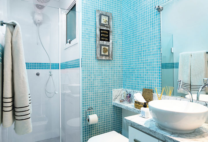 Ceramica azul para banheiro