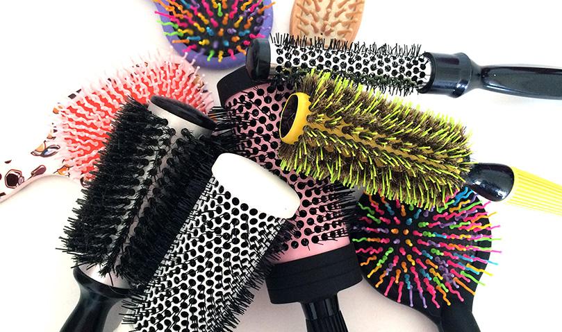 Resultado de imagem para limpando escova cabelo