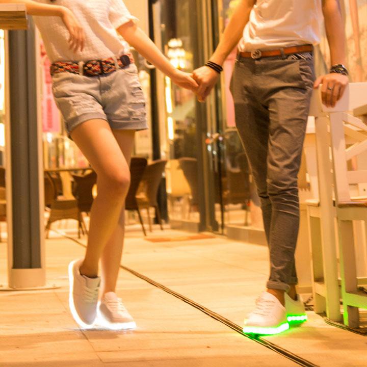 Tênis com LED e bermuda