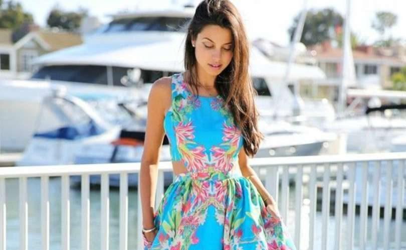 Combinar vestido azul estampado