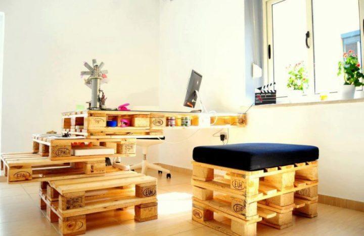 Salon Decor Ef Bf Bd Avec Meuble Tv Etagere En Escalier