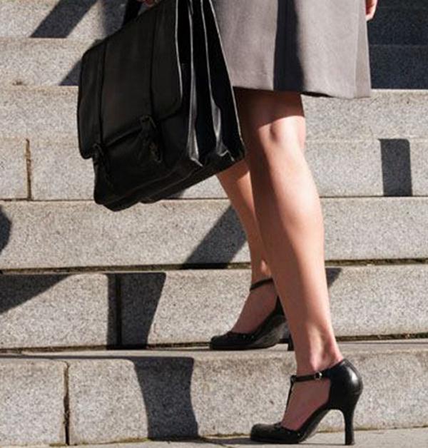 330d71ef3 Rasteirinha ou sandália? Bota ou coturno? Peep toe ou fechado? Salto alto  ou baixo? Muito aberto, fechado, botinha de couro ou tênis?