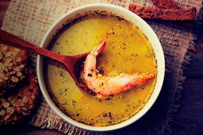 Caldo de missô com camarão
