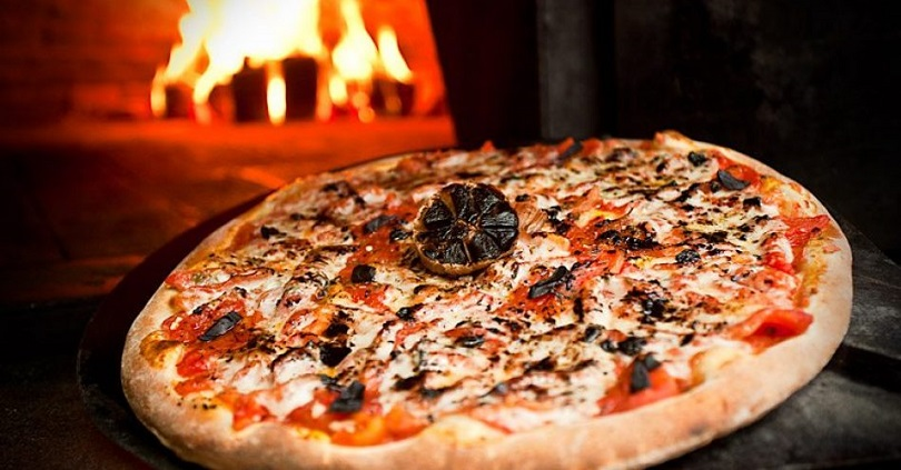 Alho negro na pizza
