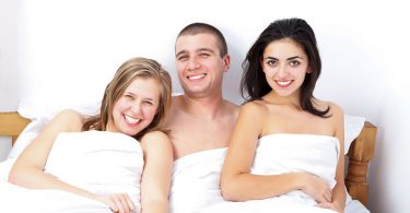 Como convencer o parceiro a fazer um ménage