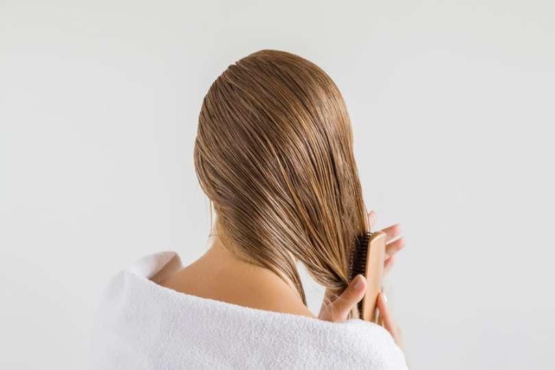 8d4e4d141 Cera para cabelo  saiba como usar o produto modelador corretamente