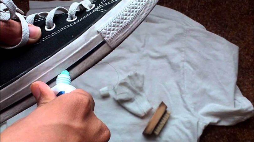d3171e5c060 Muitas pessoas que querem aprender como limpar tênis com pasta de dente  ficam se perguntando que tipo de pasta usar