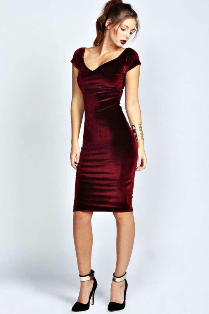 7e3c719eb8 Looks com vestido de veludo  confira dicas + fotos para se inspirar!