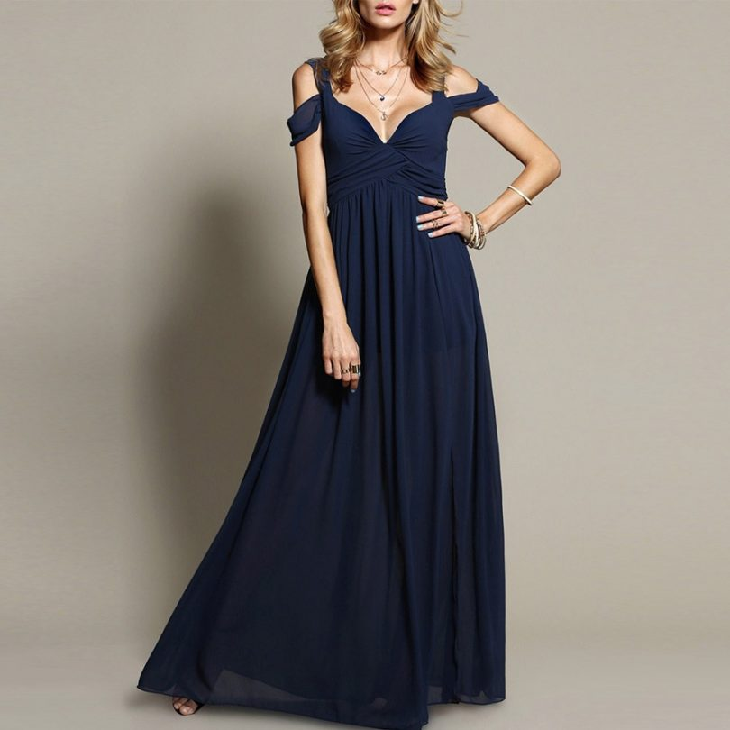 f07a76908f O vestido azul marinho é uma das peças preferidas de todos os fashionistas.  Por quê? Porque proporciona uma gama de possibilidades de combinação.