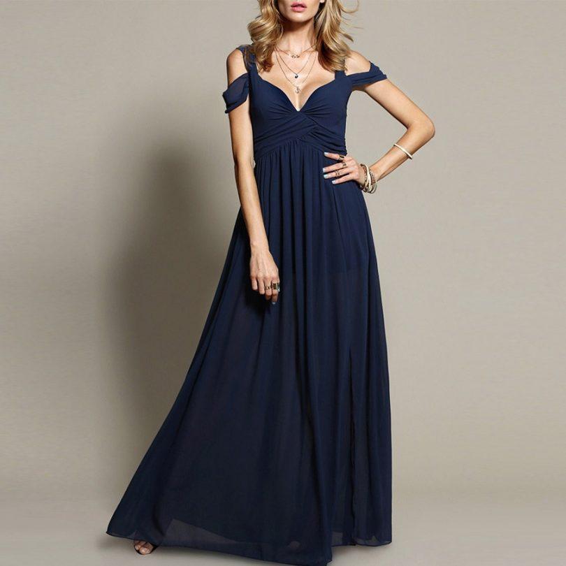 10e62953c O vestido azul marinho é uma das peças preferidas de todos os fashionistas.  Por quê? Porque proporciona uma gama de possibilidades de combinação.