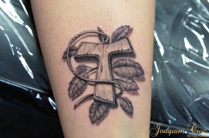 Tatuagem De Cruz Qual é O Significado E Que Estilo Escolher
