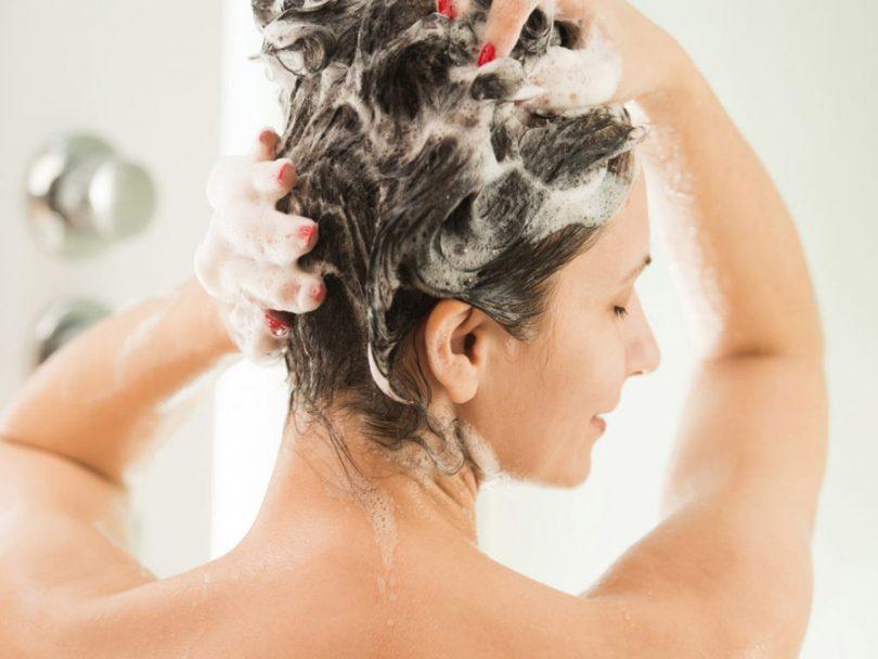Lavar o cabelo de dia ou de noite?
