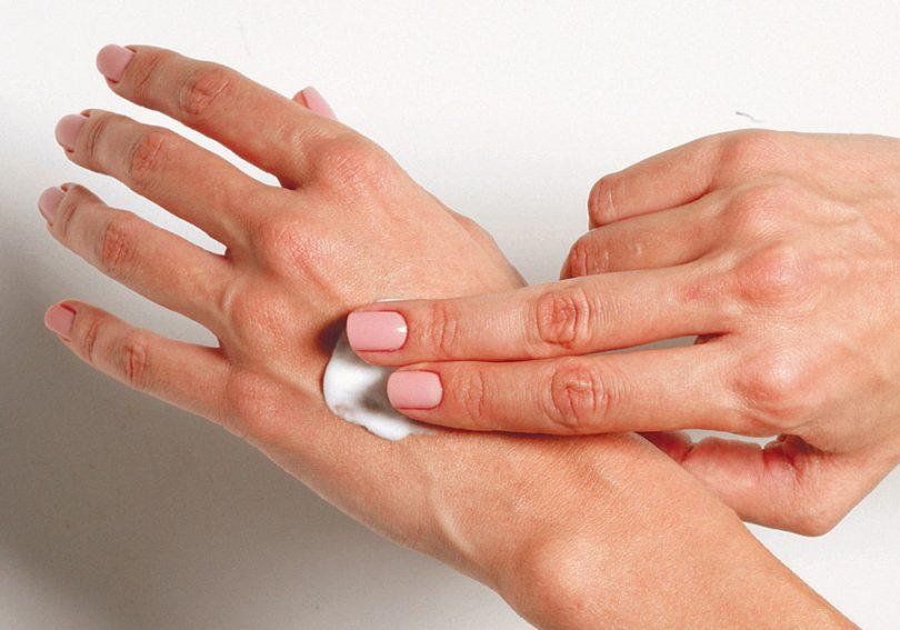 Protetor solar na pele molhada